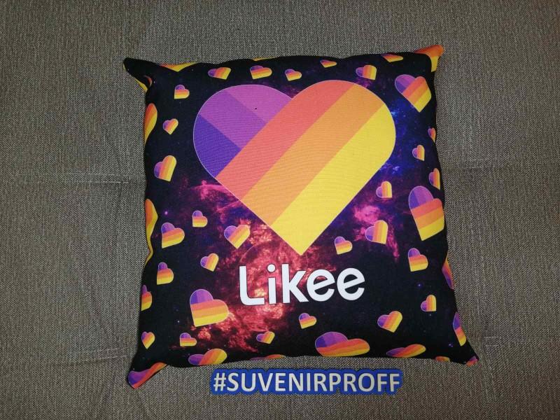 """Готовая подушка с фотопечатью 40*40 см """"Likee черная"""""""