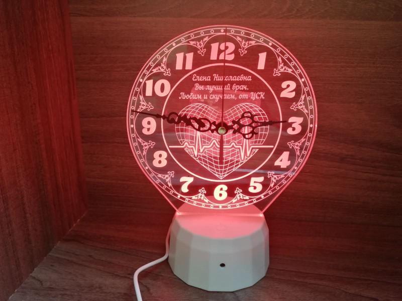"""Ночник часы """"Для кардиолога"""" на светодиодной подставке"""