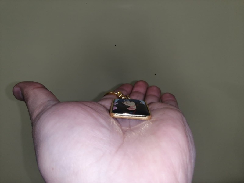 Брелок мотономер С БОРТИКАМИ и линзами золото