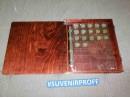 Деревянная шкатулка с гибкой крышкой для коллекционирования монет лакированная