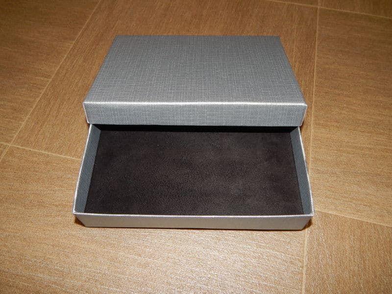 Подарочная упаковка серебро с тиснением лен прямоугольная 12*16*3 см